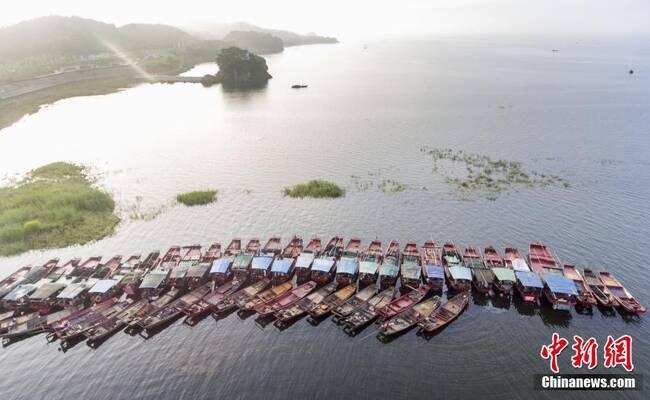 鄱阳湖结束禁渔 渔民忙捕虾