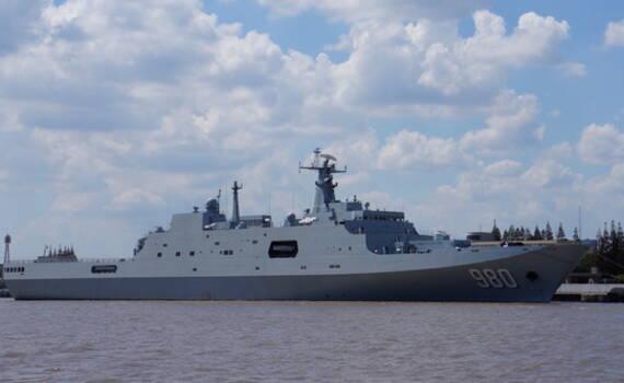 中国海军第五艘万吨两栖登陆舰亮相 可搭载一个加强营