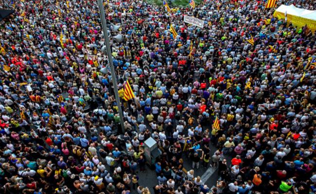 加泰民众游行 要求释放独立领导人