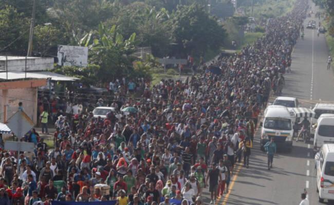 大批中美洲移民步行前往美国