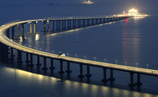 港珠澳大桥通车在即 夜景提前看