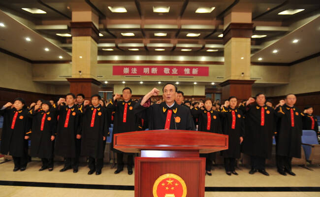 北京法院:179名入额法官宣誓画面