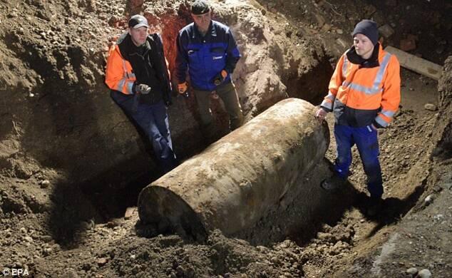 德国现1.8吨巨型炸弹 5.4万民众圣诞节撤离