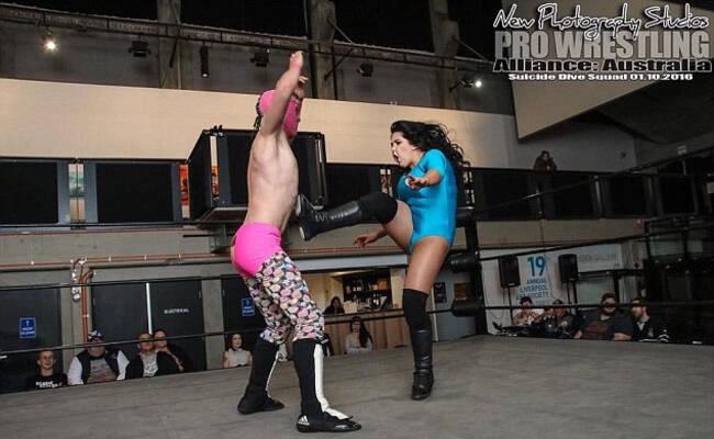 澳女摔跤手不惧与男性同台竞技
