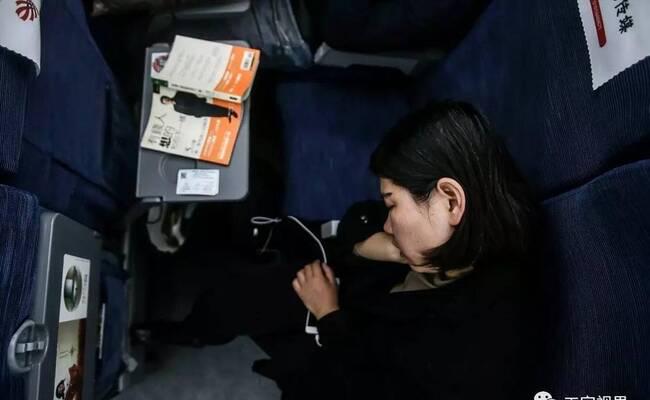 女子每天花225元跨省进京上班 车票成堆