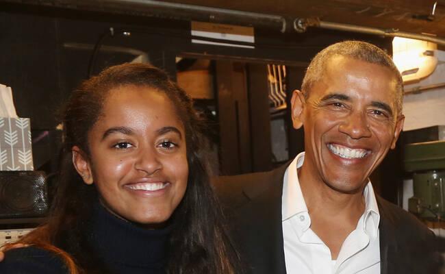 奥巴马带女儿看话剧