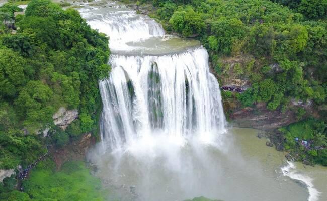 进入丰水期的黄果树瀑布