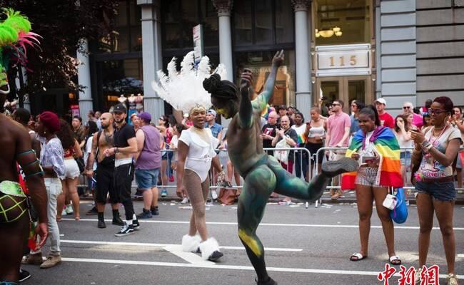 全球最大同性恋大游行在纽约举行