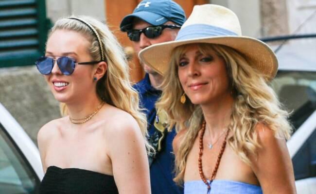 特朗普二女儿与生母度假