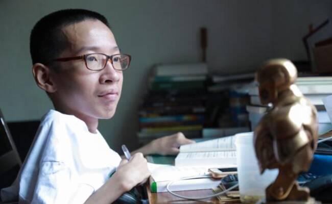 中国版霍金!不到50斤轮椅男孩高分考入大学