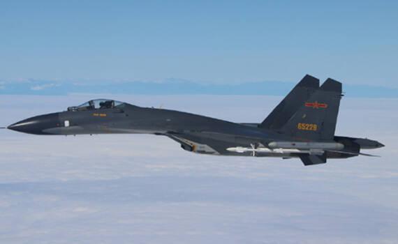 歼11B挂实弹护航轰-6K首次绕台 岛内山脉清晰可见