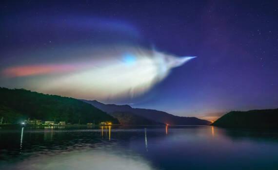 这国发射小型火箭欲与SpaceX竞争 网友拍下奇幻天象