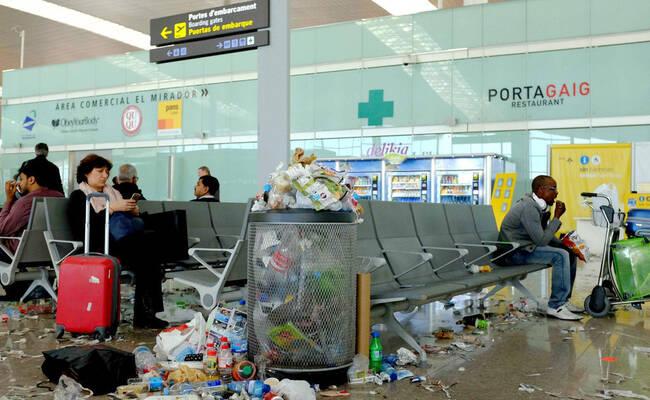这是清洁员罢工后的机场