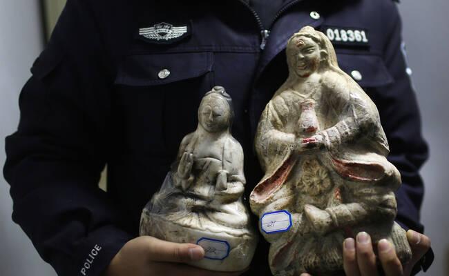 云南警方抓获13名盗墓贼 追回古董文物200余件