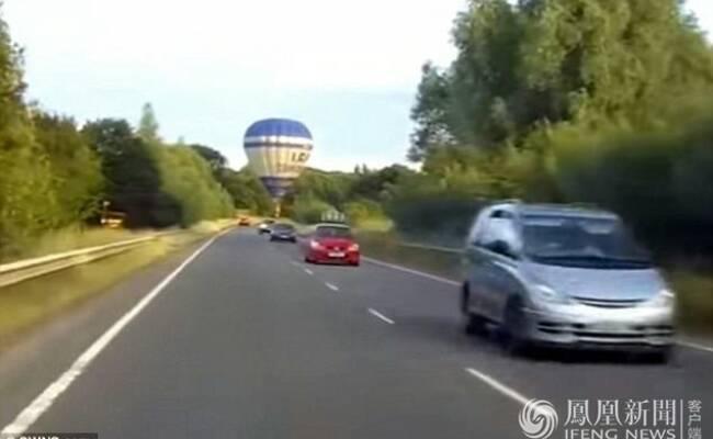 热气球硬着陆 险撞汽车一幕
