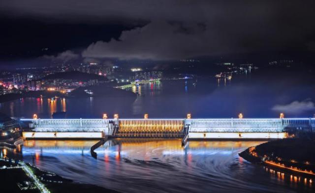 三峡大坝夜景灯光正式开启|组图