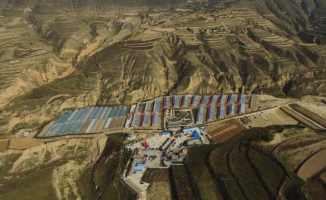 农民自筹3000万 在黄土高原建音乐喷泉广场|组图