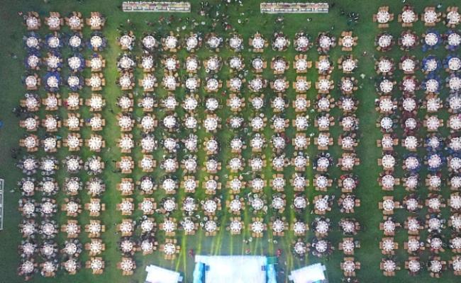 广东:3000人占满足球场的宴席