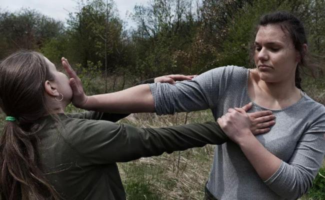 波兰军事学校的少女们