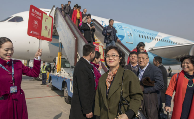 2018首批住粤全国政协委员抵达北京