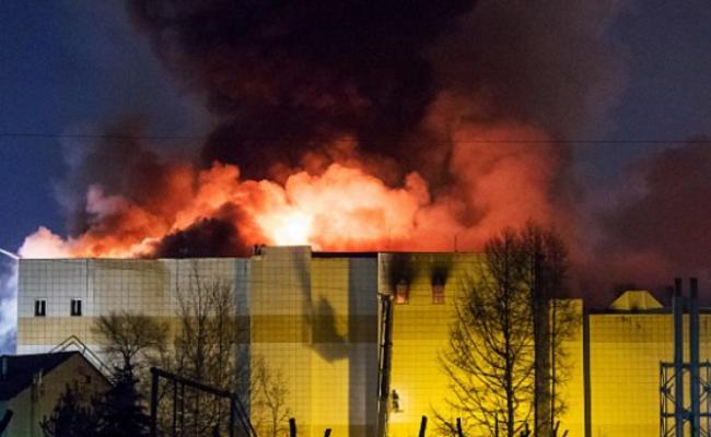俄罗斯购物中心大火现场 已致64人死
