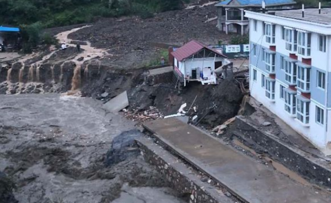陕西暴雨致39户房屋被卷走上万人转移