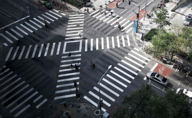 北京:过马路可斜穿