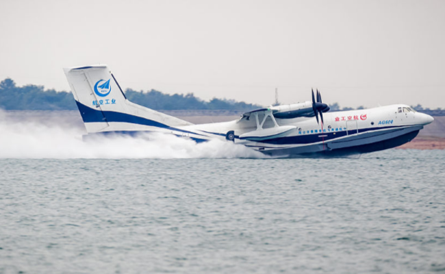 国产水陆两栖飞机水上首飞