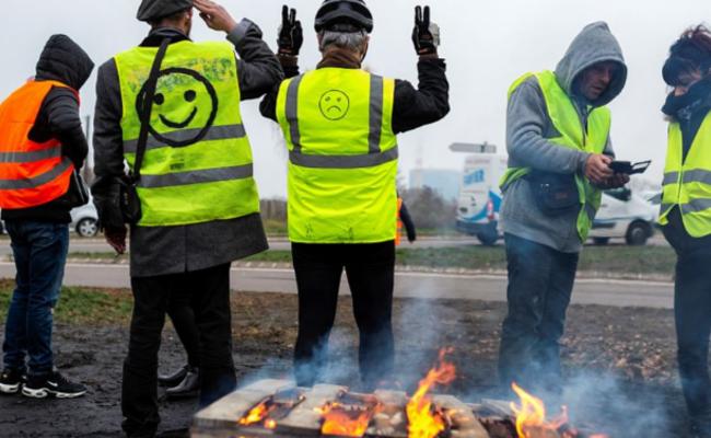 法国:抗议高昂燃料税 部分地区宵禁