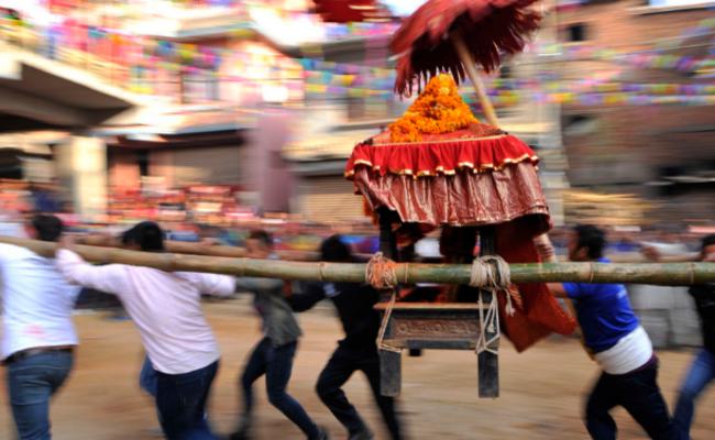 抬战车 庆祝女神节