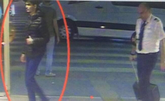 土耳其机场恐袭疑犯穿羽绒服掩饰炸弹画面