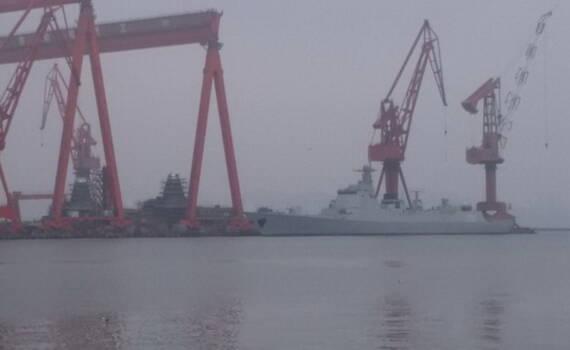 和平时代下饺子:2艘055大驱与052D扎堆舾装