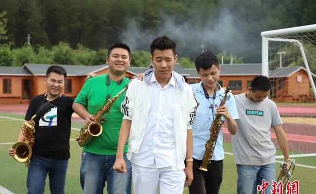 """贵州高校有一支""""特殊""""的乐团:用音乐寻找光明"""