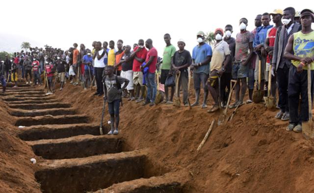 塞国泥石流超300人丧生 集中安葬遗体|组图