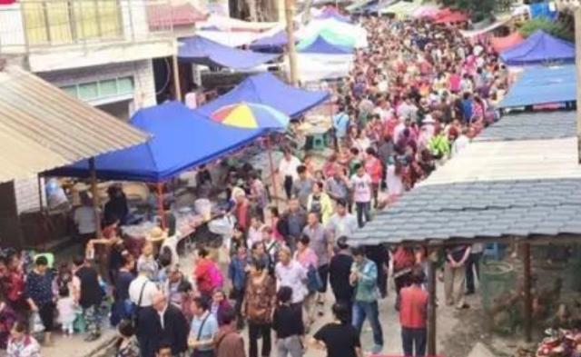 小山村涌进3万人避暑|组图