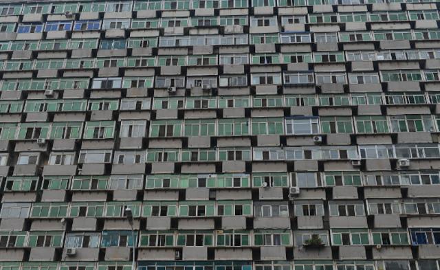 沈阳一大楼现300多个阳台|组图