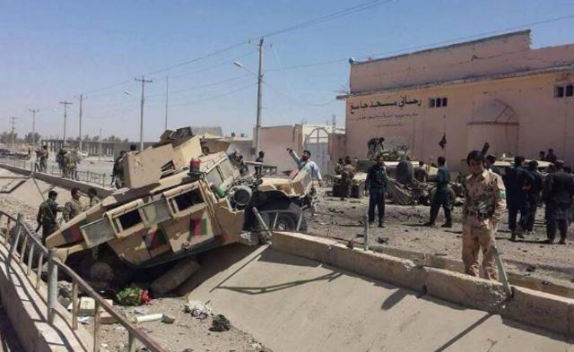 阿富汗军车遭自杀式爆炸袭击 致5死40伤丨组图