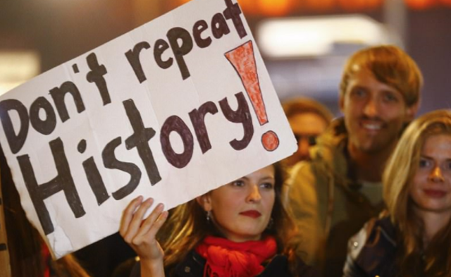 德国爆发反法西斯抗议|现场图
