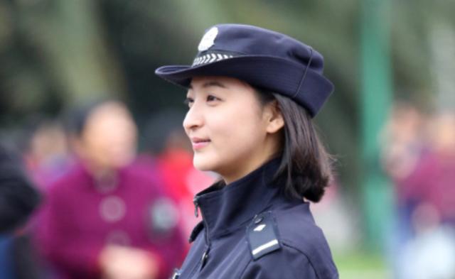 暖心美女警察|组图