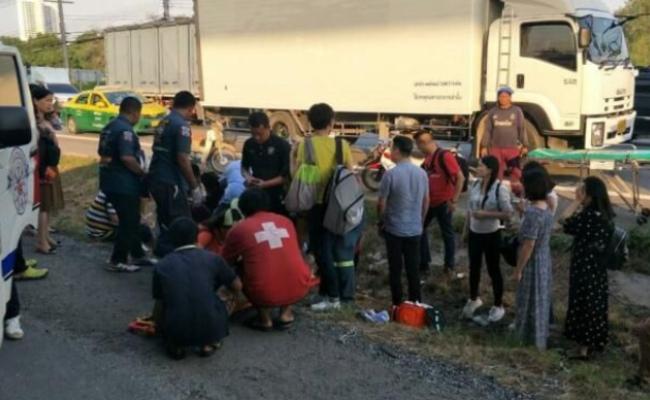 17中国游客在泰国出车祸 司机趁乱逃走