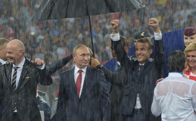 这一幕让普京提出了批评