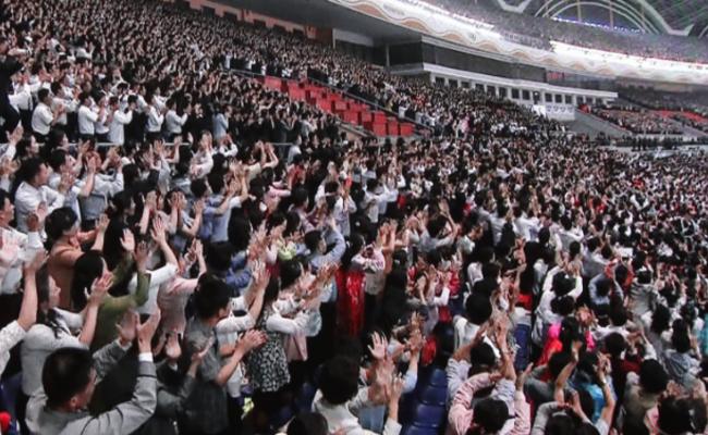 朝鲜:15万人同看的演出