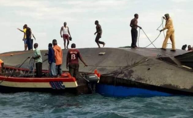 疑超载300人 渡轮近岸沉没最少44死