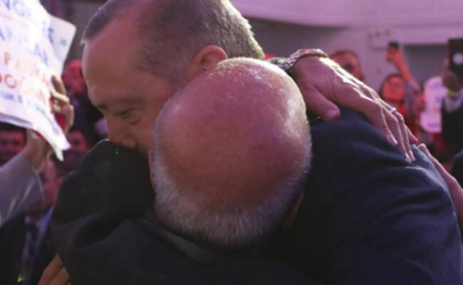 78岁巴勒斯坦男子拥吻土耳其总统
