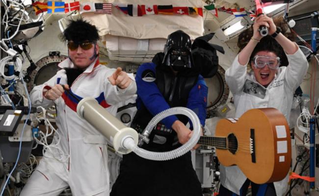 国际空间站里的万圣节