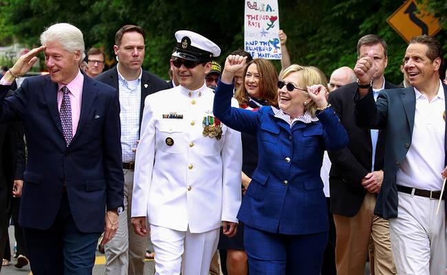 希拉里参加美国阵亡将士纪念日游行