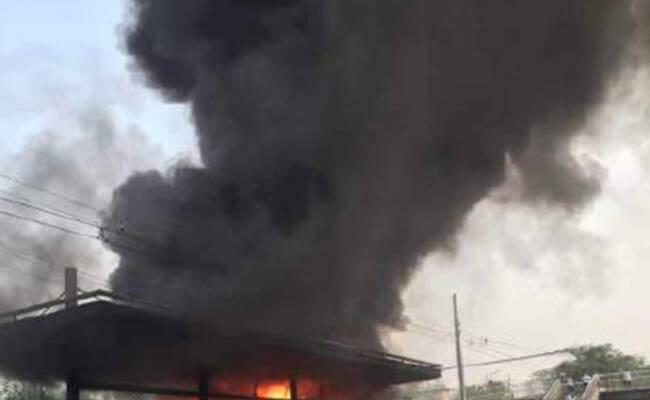 北京一公交车起火被烧毁