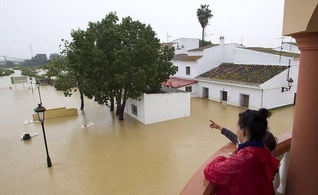 西班牙暴雨引发洪水现场
