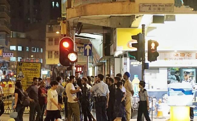 印巴难民在香港街头对峙斗殴