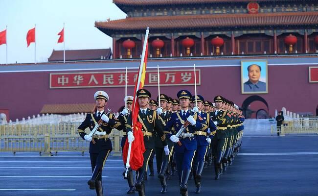 新年第一天 数万群众天安门广场看升国旗